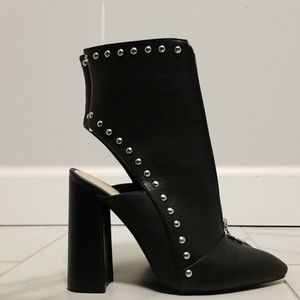 Wild Diva (black cut-out boot)